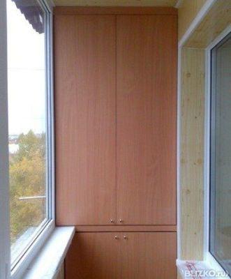 Бежевый шкаф из лдсп на балкон или лоджию в омске. цена това.