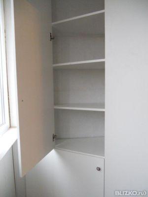 Изготовление и установка шкафа из лдсп с полочками на балкон.